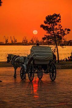 أحب ركوب الحنطور :: Sunset in Thessaloniki, Greece (by Giannis Kotronis) Beautiful World, Beautiful Places, Beautiful Pictures, Amazing Places, Beautiful Sunrise, Cool Photos, Images, Scenery, Around The Worlds