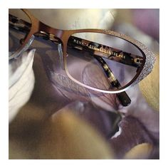 Would you look at the lovely texture on this Lafont frame??