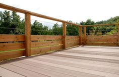 Railing terrace and balcony: price and info to choose well, Deck Colors, Temple Gardens, Balustrades, Outdoor Living, Outdoor Decor, Deck Design, Garden Bridge, Backyard, Outdoor Structures