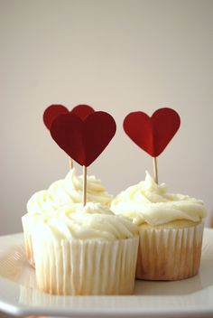 make these in yellow and grey to top the cupcakes