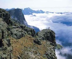 The 10 km Cathedral Peak Hiking Trail is a tough 6 to 7 hours hike requiring a high level of fitness. Start from Cathedral Peak Hotel and wa. South Afrika, Namibia, Knysna, Kwazulu Natal, Hiking Trails, Live, Beautiful Places, Beautiful Scenery, Places To See