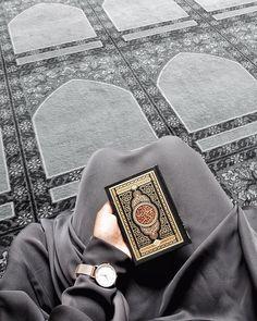 Image may contain: one or more people Muslim Images, Muslim Pictures, Islamic Images, Islamic Pictures, Islamic Wallpaper Hd, Mecca Wallpaper, Quran Wallpaper, Anime Muslim, Muslim Hijab