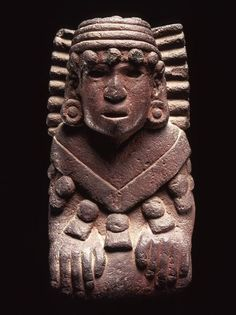 Aztec sculpture of 37.5 cm. God of Water (1300-1521). Mexico. Basalt cinnabar coated. Estimated price: 500,000 to 600,000 euros.