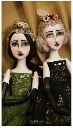 handmade dolls by Christine Alvarado. quite a unique style doll. I love her hand painted faces. Fabric Dolls, Paper Dolls, Cloth Art Dolls, Rag Dolls, Handmade Soft Toys, Little Pet Shop Toys, Doll Maker, Waldorf Dolls, Soft Dolls