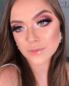 glowy makeup – Hair and beauty tips, tricks and tutorials Unique Makeup, Gorgeous Makeup, Glowy Makeup, Hair Makeup, Makeup Studio Decor, Minimalist Makeup, Bridal Makeup Looks, Models Makeup, How To Make Hair