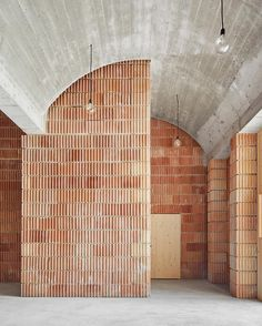 ArchDaily on This building was constructed of five materials: concrete, ceramics, wood, iron, and lime. Blog Architecture, Architecture Classique, Minimalist Architecture, Home Interior, Interior And Exterior, Interior Design, Design Art, Brickwork, Commercial Interiors
