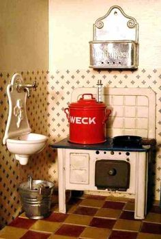 There's a miniature Weck canner on the stove in this German dollhouse!