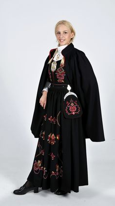 Sunnmørsbunad - Ørskog This is similar to my mother's bunad. One can choose from a few different patterns of embroidery for your bunad. Sunnmørsbunad can be either navy blue or black. Folk Costume, Costumes, Norwegian Clothing, Pose Reference Photo, To My Mother, Bridal Crown, Traditional Outfits, Traditional Wedding, Norway