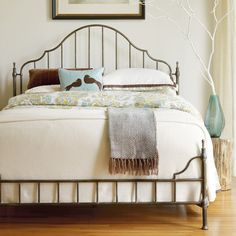 Beautiful iron bed: I loe this for a guest bedroom