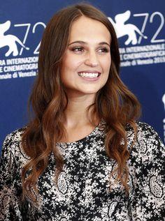 Elle est sur toutes les lèvres, et pour cause. À 26 ans, Alicia Vikander a l'un des agendas les plus chargés de l'année, avec pas moins de cinq films à promouvoir aux quatre coins du monde. Qui est cette nouvelle étoile montante du cinéma international ?