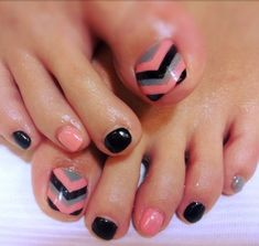 Adorable Toe Nail Designs for Women - Toenail Art Designs Get Nails, Fancy Nails, Love Nails, Toenail Art Designs, Pedicure Designs, Toe Designs, Pedicure Ideas, Pedicure Nail Art, Toe Nail Art