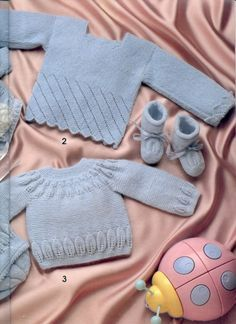 "Photo from album ""Especial Bebes on Yandex. Baby Sweater Knitting Pattern, Knitting Patterns Free, Knitting For Kids, Baby Knitting, Knit Or Crochet, Crochet Baby, Knitted Baby Clothes, Baby Socks, Baby Sweaters"