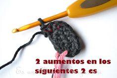 Es un Mundo Amigurumi: Patrón Gratis... Osito con Polera a Rayas Crochet Teddy, Knitting, Color, Crochet Cats, T Shirt, The World, Crochet Converse, Crochet Baby Toys, Crochet Cushions