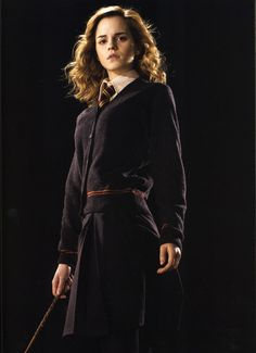 Photo: Emma Watson - Harry Potter and the Half-Blood Prince promoshoot Harry Potter 6, Harry And Hermione, Images Harry Potter, Severus Hermione, Harry Potter Cosplay, Harry Potter Universal, Harry Potter Characters, Hermione Granger Outfits, Hogwarts Uniform