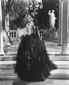 "Viven Leigh - ""That Hamilton Woman"" (1941) - Costume designer : Rene Hubert"
