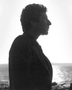 Amo el perfil de Leonard Cohen :3