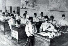 Siyah Beyaz Fotoğraflarla Atatürk Galerisi-1904-1905 İSTANBUL,DA HARP AKADEMİSİN,DE SINIF ARKADAŞLARIYLA