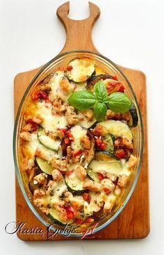 Jedna z najlepszych zapiekanek ziemniaczanych jakie zrobiłam.  Zapiekanka jest bardzo syta, ale smak grillowanego bakłażana, czosnku i sosu powoduje, że ma się ochotę nie przestawać jeść :)  Dobry pomysł na szybkie i łatwe danie obiadowe lub kolację w gronie przyjaciół. Healthy Dishes, Healthy Recipes, Easy Cooking, Cooking Recipes, Deli Food, Good Food, Yummy Food, Veggie Dinner, Fast Dinners