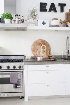 The festive mood continues to be very well active even though the vacations are in excess of. Kitchen Inspirations, Scandinavian Kitchen, Kitchen Room, Kitchen Decor, Home Kitchens, Cosy Kitchen, Kitchen Dinning, Apartment Kitchen, Rustic Kitchen