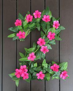 27 Disney Moana Birthday Party Ideas - Pretty My Party - Party Ideas : DIY Moana Party Floral Number Decor Hawaiian Birthday, Flamingo Birthday, Luau Birthday, Flamingo Party, 3rd Birthday Parties, Birthday Ideas, Birthday Door, Birthday Design, Moana Birthday Party Theme