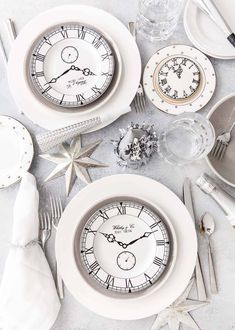 Best New Year's Eve party ideas for the perfect celebration with your friends or family! Party ideas from decorations to healthy New Years Eve recipes! New Years Day Meal, New Years Eve Party, Holiday Ornaments, Christmas Tree Decorations, Table Decorations, Silvester Diy, Happy New Year Gif, New Year Table, New Years Eve Decorations