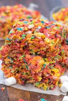 Fruity Pebble Krispie Treats are the best kind of marshmallow cereal treat! Made with fruity pebbles and lots of marshmallows this recipe is gooey and sweet and the perfect rainbow treat! Could also use chocolate pebbles! Krispie Treats, Rice Krispies, Fruity Pebbles Treats, Fruity Pebble Bars, Marshmallow Cereal, Cereal Treats, Cereal Bars, Cereal Food, Kashi Cereal