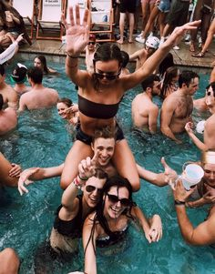 Bday pool party insta photo ideas, squad goals, make you feel, Cute Friend Pictures, Best Friend Pictures, Friend Pics, Bff Pics, Summer Feeling, Summer Vibes, Cute Friends, Best Friends, Summer Goals