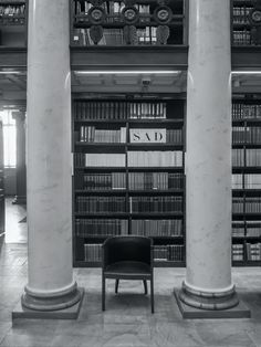 vacant black armchair in library photo – Free Indoors Image on Unsplash