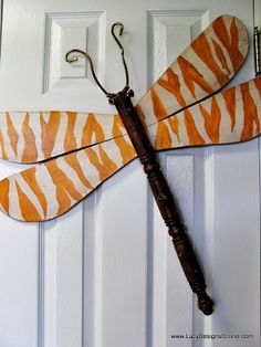 Lucy Designs Table leg zebra dragonfly