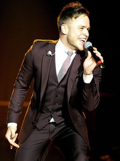 So handsome in a suit. Olly Murs is great!