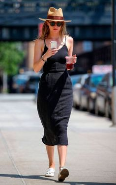 Dakota Johnson - Inspiration für Damenmode - Moda Feminina Estilo Inspiração - Look - Outfit, Dakota Style, Dakota Johnson Style, Look Fashion, Fashion Outfits, Womens Fashion, Street Fashion, Fashion Black, Fashion Ideas, Cheap Fashion