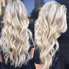 A consulta será sempre uma ferramenta que fará toda diferença no resultado de uma serviço oferecido. Um bom profissional reconhece a necessidade dela sua cliente e ajuda a elevar a sua alto estima.  Beleza aqui sobra até no cabelo!!!!  #Eime #wellaProfessionals #beleza #blondhair #cabelos #blondor #loirodossonhos #loiros #longos