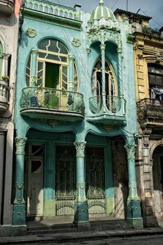 Photos Blend of Architecture with Art Nouveau. At this time it was a revolutionary movement where there was a strict barrier between pure art and art. Art Nouveau focuses more on the concept of und… Architecture Design, Architecture Art Nouveau, Beautiful Architecture, Beautiful Buildings, Beautiful Places, Building Architecture, Cuban Architecture, Art Nouveau Arquitectura, Design Art Nouveau