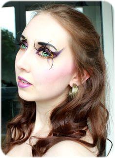 Circe glitter make up