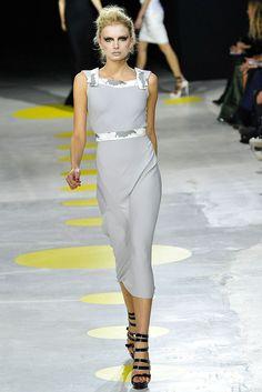 Giles Deacon Spring 2009 Ready-to-Wear Fashion Show - Lily Donaldson