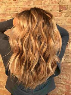 Balayage hair, hair styles и hair color. Blonde Balayage Honey, Honey Blonde Hair, Hair Color Balayage, Blonde Color, Blonde Ombre, Golden Bronde Hair, Gold Blonde, Balayage Highlights, Cejas Kendall Jenner