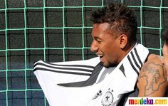 Jerome Boateng, whose tattoo pays tribute to his African roots where his brother now plays