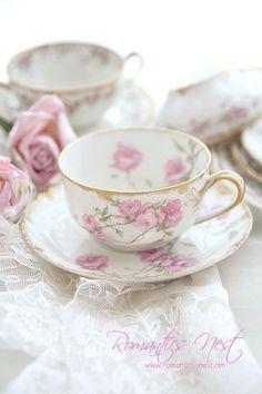 teatime.quenalbertini2: Beautiful floral teacups and saucers | Luna mi angel