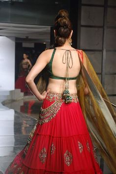 Here are 50 latest beautiful backless saree blouse designs. Choli Designs, Saree Blouse Designs, Blouse Patterns, Blouse Styles, Indian Blouse, Indian Ethnic Wear, Indian Style, Ethnic Fashion, Indian Fashion