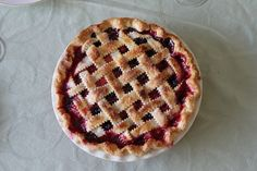 Sweet Cherry Pie includes a simple homemade dough and filling with less granulated sugar. The fresh or canned cherries are enough to make the pie sweet and delicious. Sweet Cherry Pie, Cherry Tart, Rhubarb Recipes, Pie Recipes, Rhubarb Pie, Tarte Vegan, Huckleberry Pie, Canning Cherry Pie Filling, Perfect Pie Crust