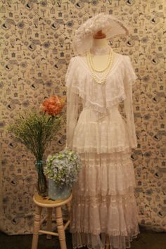 Reserved. This gorgeous Gunne Sax wedding dress made of full lace with fleur de lis pattern. High collar with cape, long sleeves. Several