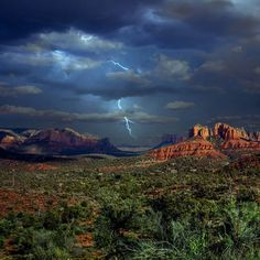 Sedona, Arizona near Red Rock. Photo shot by Justin Dodson. Visit Arizona, Sedona Arizona, Arizona Day Trips, Pictures Of Lightning, Sedona Red Rock, Coups, Amazing Nature, Monument Valley, Beautiful Places