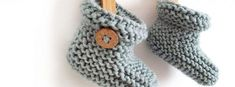Knitted Baby Booties -Two needle EASY Knitting Pattern & tutorial Baby Knitting Patterns Free Newborn, Baby Cardigan Knitting Pattern Free, Crochet Baby Cardigan, Baby Boy Knitting, Knitted Baby, Easy Knitting, Knitting Needles, Knit Slippers Free Pattern, Baby Booties Free Pattern