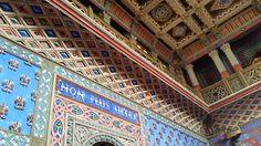 """Dettagli della scritta """"Non Plus Ultra"""" nelle ambientazioni interne del Castello di Sammezzano in provincia di #Firenze  #Toscana #arte #storia"""