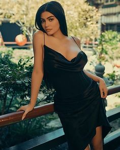 Is Dark Lipstick Becoming The Official Kardashian/Jenner Family Makeup Trend? Kylie Jenner Outfits, Moda Kylie Jenner, Kylie Jenner Photoshoot, Looks Kylie Jenner, Kylie Jenner Style, Kylie Jenner Black Dress, Kylie Jenner Twitter, Kylie Jenner Quotes, Kylie Jenner Coachella
