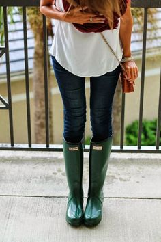 Hunter boats outfit winter preppy shoes 64 Ideas for 2019 Preppy Outfits, Casual Winter Outfits, Spring Outfits, Outfit Winter, Preppy Clothes, Green Hunter Boots, Hunter Boots Outfit, Hunter Wellies, Fall Jeans