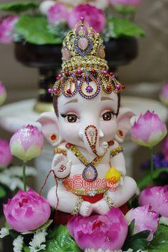 Cute Ganesh statue