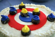 Curling House Standard Round Cake With Mini Fondant-Moulded Rocks Wilton Cakes, Fondant Cakes, Cupcake Cakes, Cupcakes, Köstliche Desserts, Delicious Desserts, Pudding Club, Sport Cakes, Cake Shapes