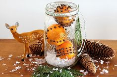How to make cloved orange pomander balls for Christmas - (really they're clementine oranges). They make a great holiday hostess or teacher gift. Fruit Decorations, Christmas Decorations, Holiday Decorating, Decorating Ideas, Christmas Displays, Decor Ideas, Christmas Mason Jars, Christmas Crafts, Christmas Ideas