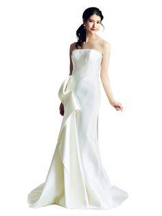 ミーチェ 立体的な布使いでエッジを効かせたソフトマーメイドドレス。都会的&モードな大人の花嫁に。